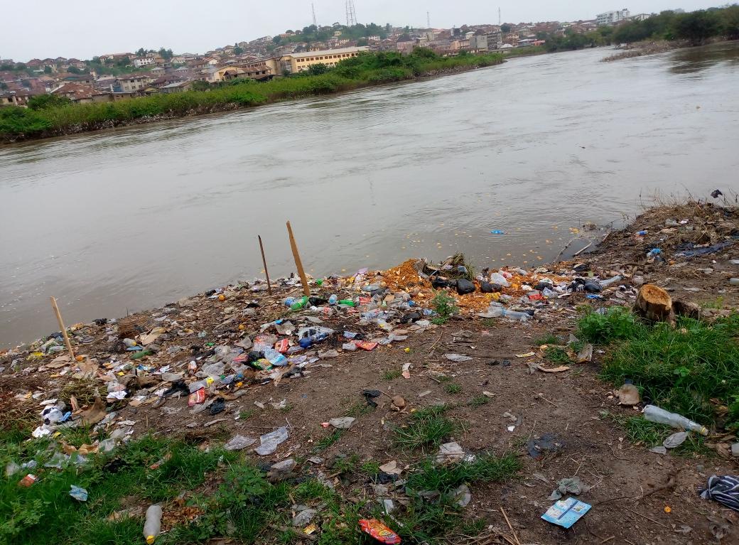 Rotten Oranges, dirt in Abeokuta, Ogun river