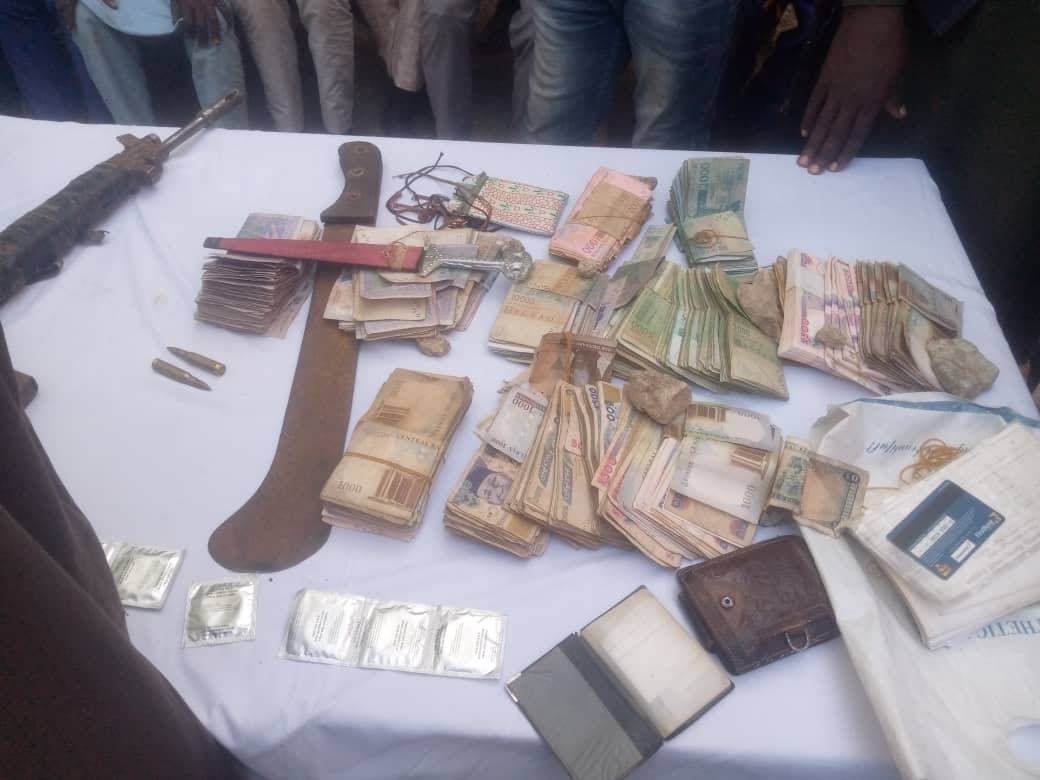 Recovered Nigerian money and foreign currency from the bandits