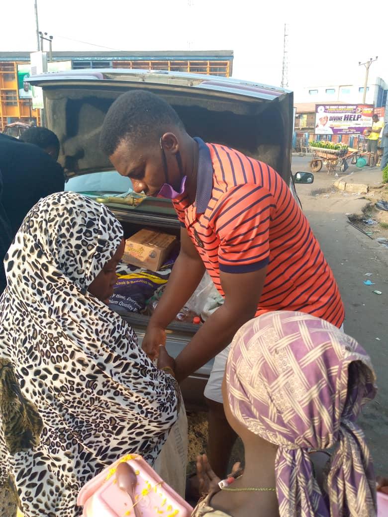 Roland Ochada feeding children on the streets in Ibadan.