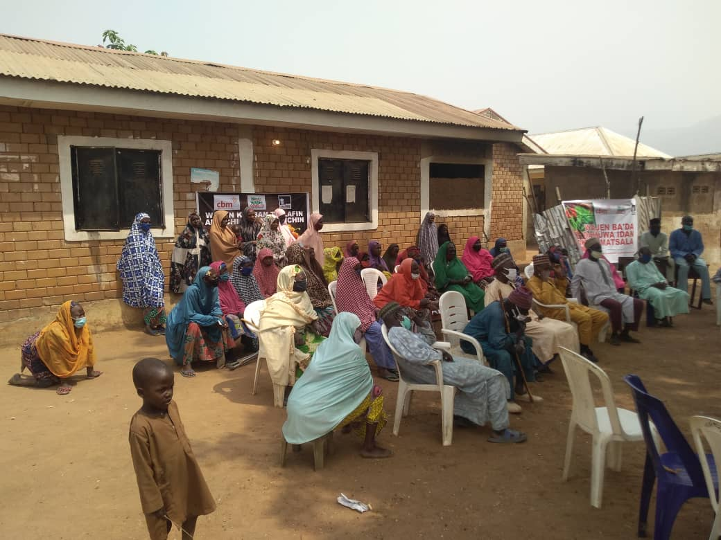 Gathering of young women and children during the CBM outreach in Alheri.