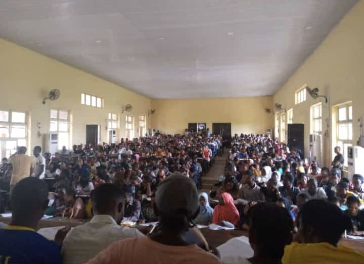 An overcrowded classroom in Mapoly