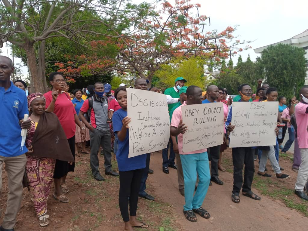 Staff of the Community Staff School, Asokoro Abuja owned by the SSS protesting