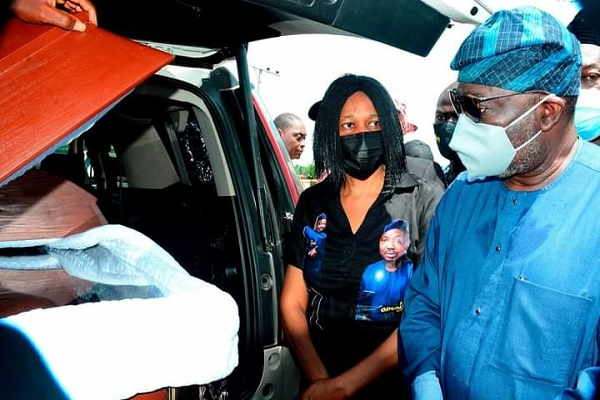 Yinka Odumakin's remain being received by Osun State Government [PHOTO CREDIT: Osun State Govt.]