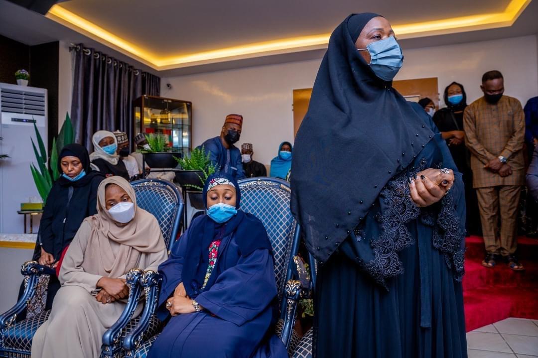 Nigeria's First Lady, Aisha Buhari, visits the family of the late COAS Attahiru. [PHOTO CREDIT: Aisha Buhari's facebook page]