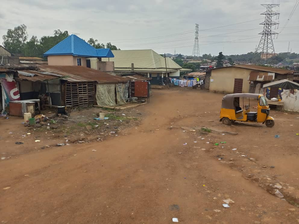 An open view of the residential areas of the Artisan Market in Enugu