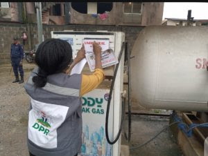 A DPR official sealing off a gas retail outlet on Friday in Lagos.