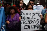 Jóvenes en demanda de acceso a la educación. Foto: Hugo Cruz