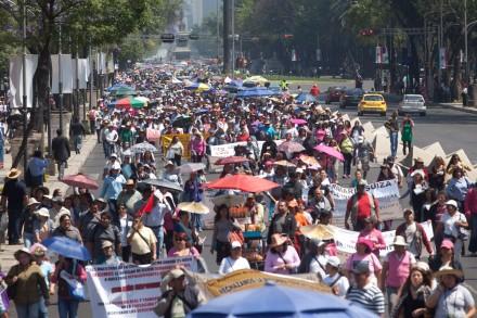 Miles de maestros marchan contra la reforma educativa. Foto: Eduardo Miranda