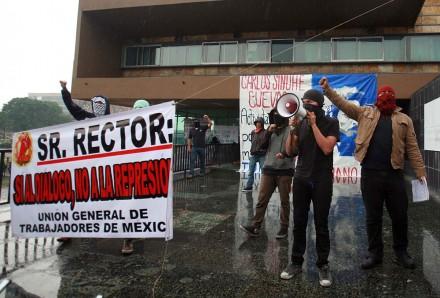 A una semana de la toma de Rectoría, encapuchados exigen diálogo. Foto: Germán Canseco