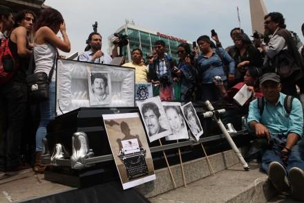 Periodistas exigen justicia a Peña por asesinato de 'Goyo'. Foto: Miguel Dimayuga