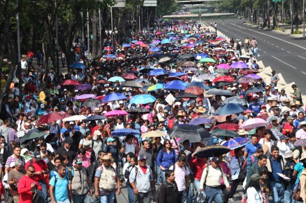 Maestros de la CNTE en avenida Reforma. Foto: Miguel Dimayuga