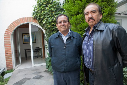 Armando Valverde Talango (izquierda), presidente del Consejo de Administración de la Cooperativa cementera La Cruz Azul. Foto: Miguel Dimayuga