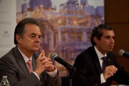 El secretario de energía, Pedro Joaquín Coldwell, y el titular de la CFE, Enrique Ochoa. Foto: Miguel Dimayuga