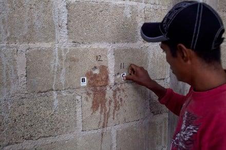 Las marcas de los disparos en Tlatlaya. Foto: Miguel Dimayuga