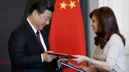 El presidente chino Xi Jinping y su homóloga argentina Cristina Fernández de Kirchner. Foto: AP