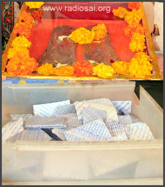 vibhuti prasadam at secutiy office for devotees sathya sai ashram puttaparthi