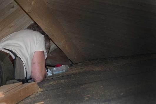 Där inne, allra längst in bland spindelnät mm mm låg den rackaren bakom en liten dörr men en regel som såg till att dörren var stängd.