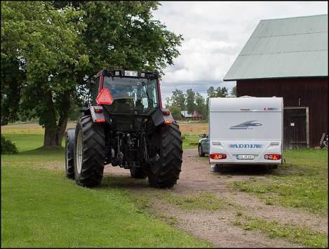 janne_traktor_husvagn
