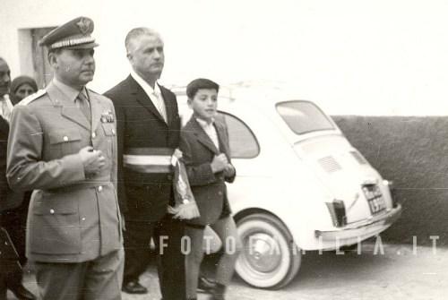 Il generale Aloia con il sindaco di Castelforte, in una visita al paese nel 1961