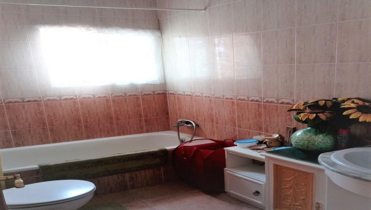 RVM LAJ 001_001 Bathroom 1_resize