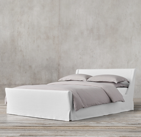 Preston Slipcovered Bed With Footboard