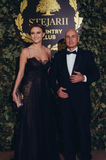 Dana & Bogdan Enoiu_covor rosu lansare Stejarii Country Club