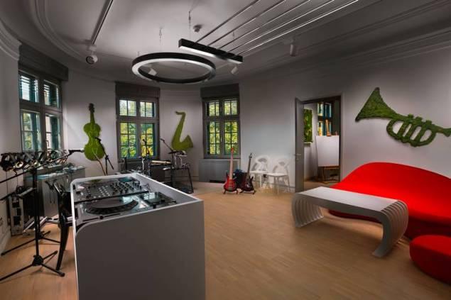 Music Room m