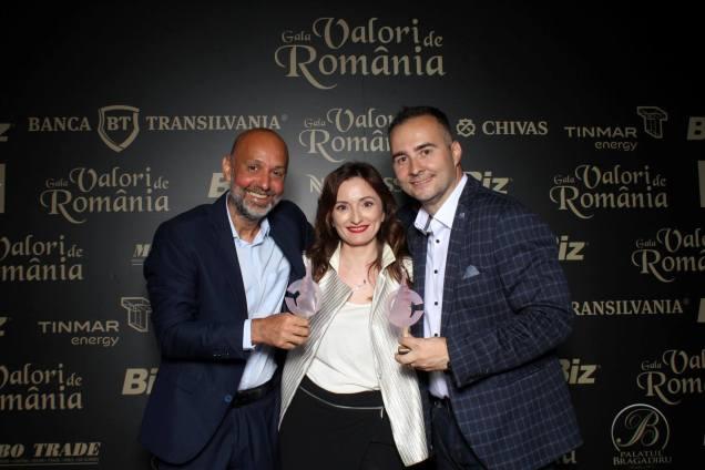 Paula Herlo, Valeriu Nicolae (st.) și Rareș Năstase (dr.)
