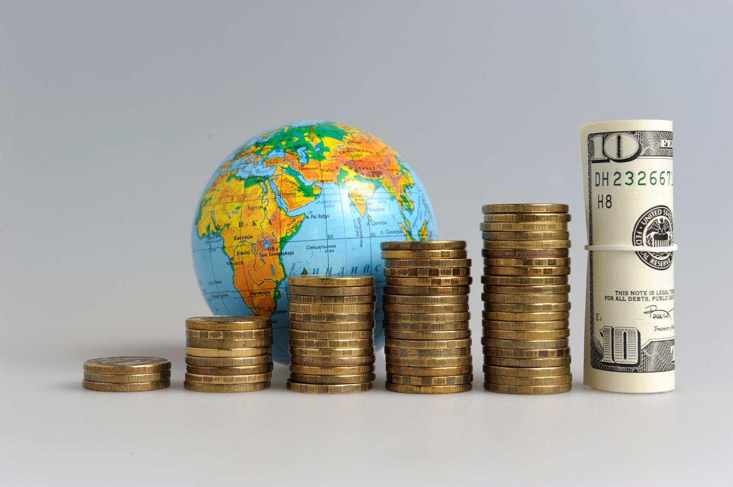 Datoria mondială se apropie de nivelul record de 300.000 de miliarde de dolari