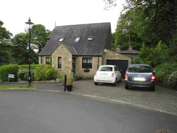 3 Bedroom Detached House For Sale In West Gate House 1