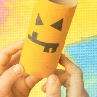 halloweenpyssel pumpafigur av toarulle