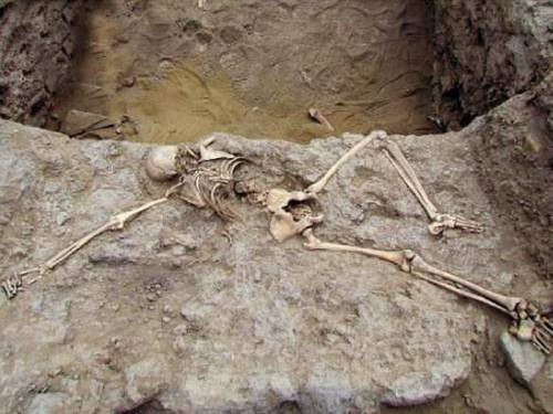 The mummified remains of a woman have been found in the temple of Cao Viejo in Peru. (AAP)