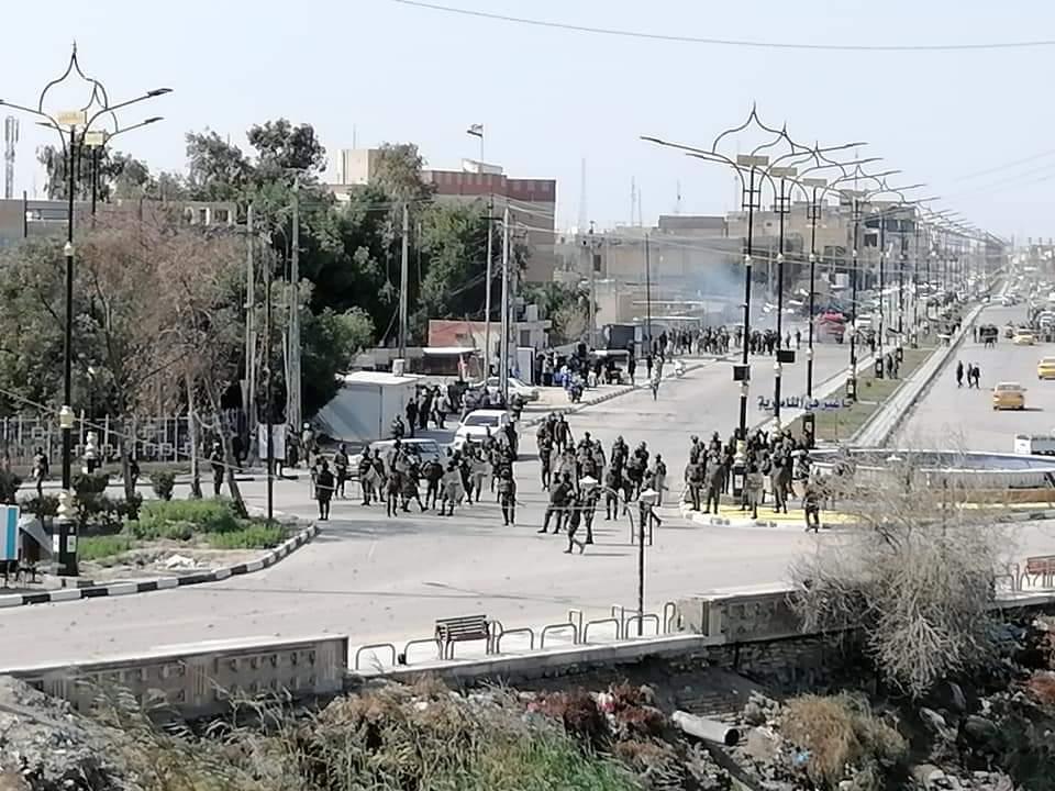 صور.. قوة أمنية تفض تظاهرة ذي قار بالقوة
