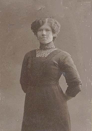 Edith Nordlund f 1910 i Rödingsträsk, d 1931 i Malmberget. Hon var fästmö till Gunnar Hedström f 1908 i Rödingsträsk, men han avled redan 1931 då sonen Stig var inte var 2 år fyllda. Kommentar från 2015-12-27 14:06:28 Detta är inte Edith Nordlund möjligen Ediths mamma.