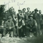 Längst t v Karl Sven Blomkvist 1873-1937 i Åminne, morfar till Gun, Kerstin och Monika och svärfar till Enar. Raden längst bak t v Enar Hedström 1903-1939.