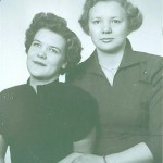 Kerstin t h och vänninan/kusinen Karin Boström f 1933, dotter till Magda f Blomkvist och Anders Ragnar Boström.