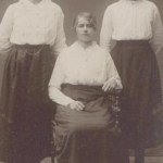 Fr v Långtjärn-Klara Backman 1900-1918, Lövudd-Klara Isaksson 1901-1976 gift Didrik Pettersson, Bovallen, och Klara Lindström 1899-1986 gift Nils Oskar Nilsson, Kiruna.