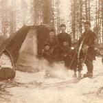 Mats Anders´ son Lars 1880-1969 med hustru Britta f Stokke 1882-1973 och några av barnen i vintervistet.