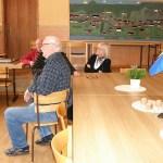 Här samtalar Sven Edman, Karl-Oskar Mikaelsson och Lisbeth Edström.