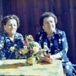 Abel Mikaelssons tvillingdöttrar med Ida Wikström 1884-1958, Holmträsk; fr v Amanda gift med Johan Nilsson, Uddträsk och Alma 1908-2002 gift med Isak Rutström, Hatten.