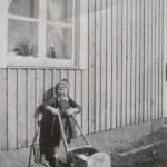 Marianne Mikaelsson g Olsson, yngsta dotter till Oskar och Anna Johansson.