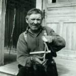 Abel har byggt en miniatyr av de järvgiller han byggde tillsammans med Nils Petter Lundman under den stora järvplågans tid under första världskriget.
