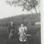 En ung familj, Georg och Stens med äldsta dottern Else-Britt f 1942, i Lövudden.