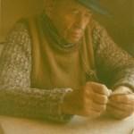 Axel Nyman 1900-1989, Rödingsträsk, spelar kort. Foto:Stefan Mikaelsson