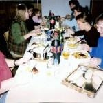 En middag blev lite festligare, med långbord och glada skratt. Foto: L Mikaelsson