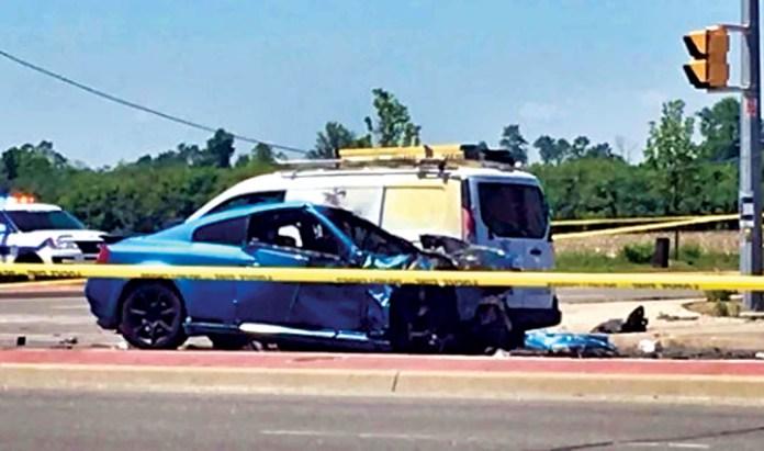 ■圖中Infiniti汽車的20歲男司機受傷命危。 CBC