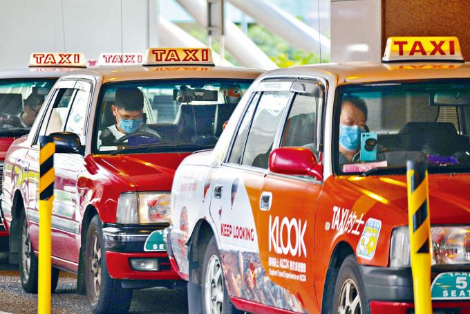 的士小巴總商會倡減車租一周 | 多倫多 | 加拿大中文新聞網 - 加拿大星島日報 Canada Chinese News