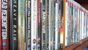 Rader av spel i olika utgåvor till olika plattformar är Samlarens kännetecken.