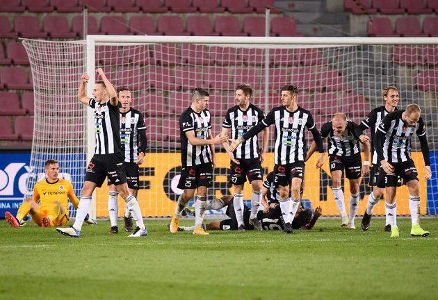 The footballers of České Budějovice celebrate the goal at 4: 2 in Sparta.