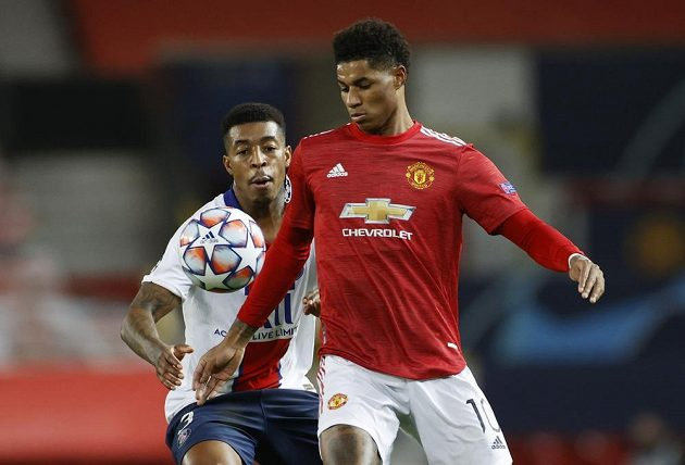 Marcus Rashford (right) of Manchester United is guarded by Presnel Kimpembe of PSG.